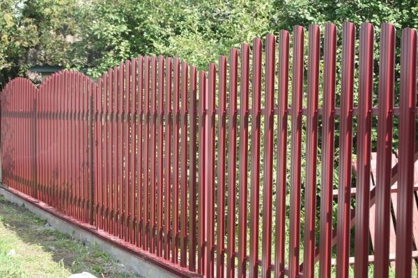 Забор из евроштакетника цена
