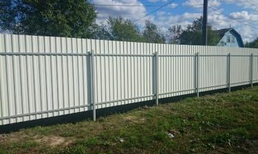Забор из профлиста на дачу