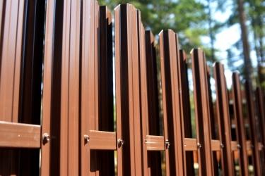 Забор из евроштакетника цена за погонный метр